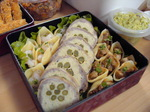 運動会のお弁当2006ひき肉ロール&マカロニオードブル.JPG